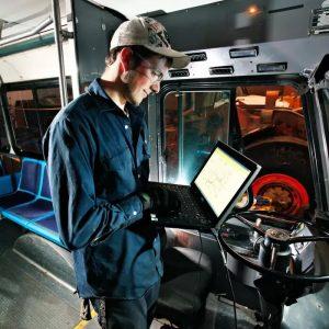 汽车动力技师-卡车与客车